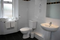 All classic rooms at the Cairndale have ensuite facilities