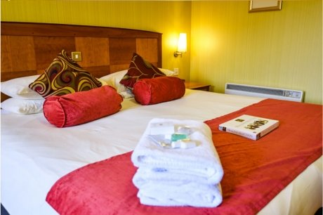 superior room cairndale hotel 1
