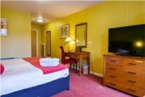 superior room cairndale hotel 2